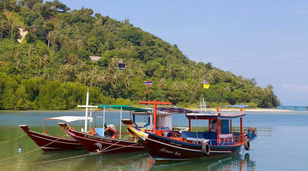 Pangka Beach inclusief varen, algemene kustgezichten en een baai of haven