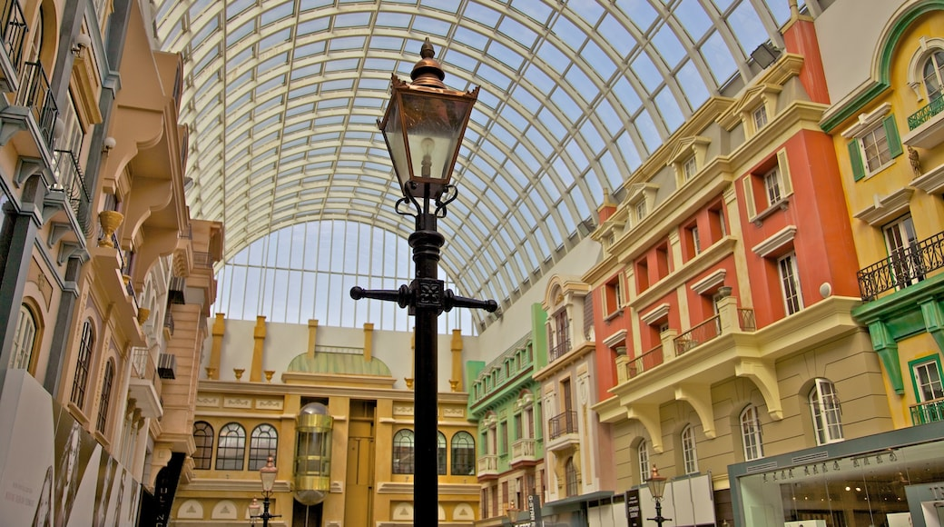 West Edmonton Mall showing interior views and shopping