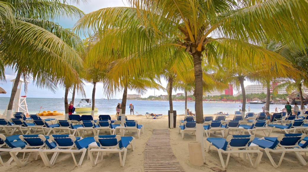 Playa Linda which includes a sandy beach, tropical scenes and general coastal views