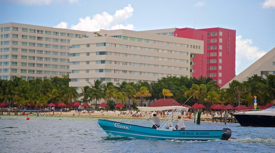 Playa Linda showing a coastal town and boating