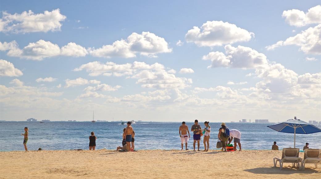 Playa Norte ofreciendo vistas generales de la costa, escenas tropicales y una playa