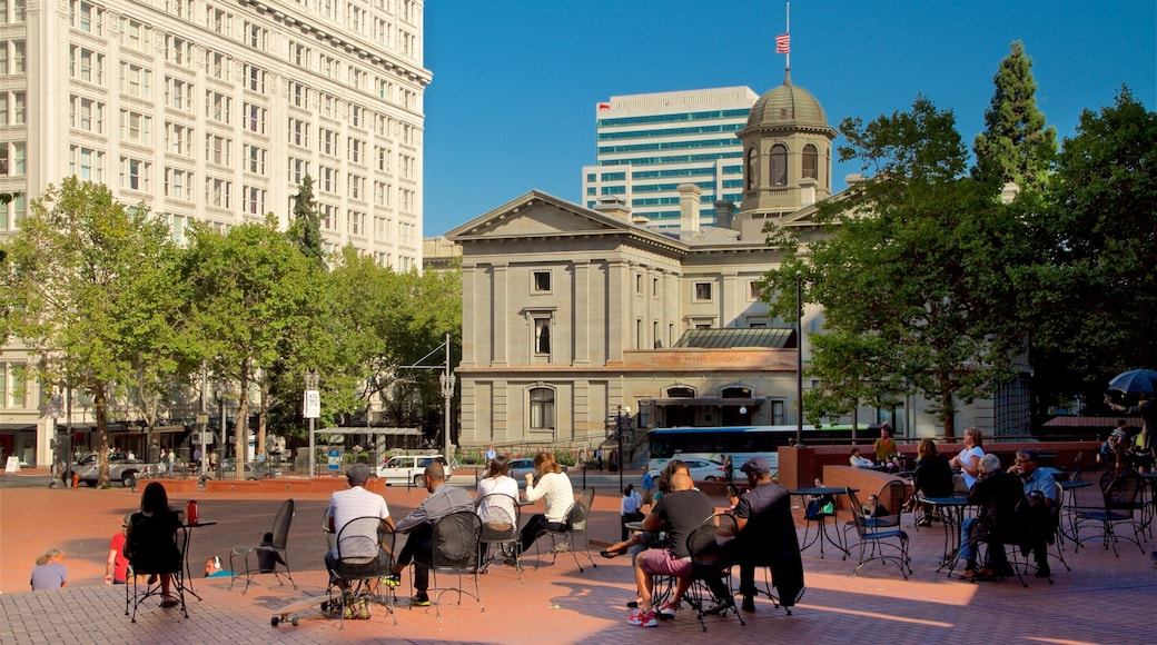 Pioneer Courthouse Square showing heritage architecture, outdoor eating and a city