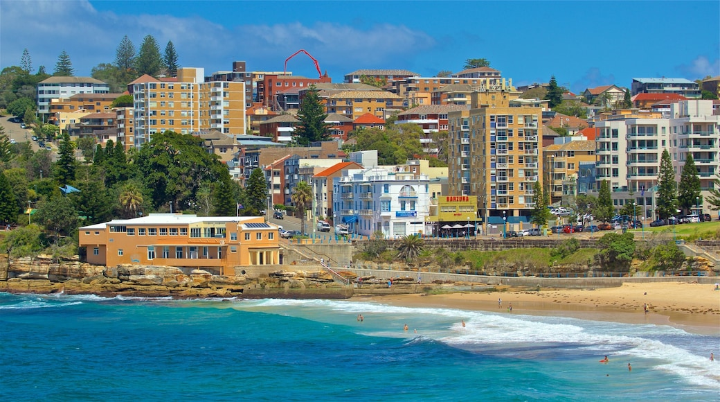 Coogee Beach which includes a coastal town and general coastal views