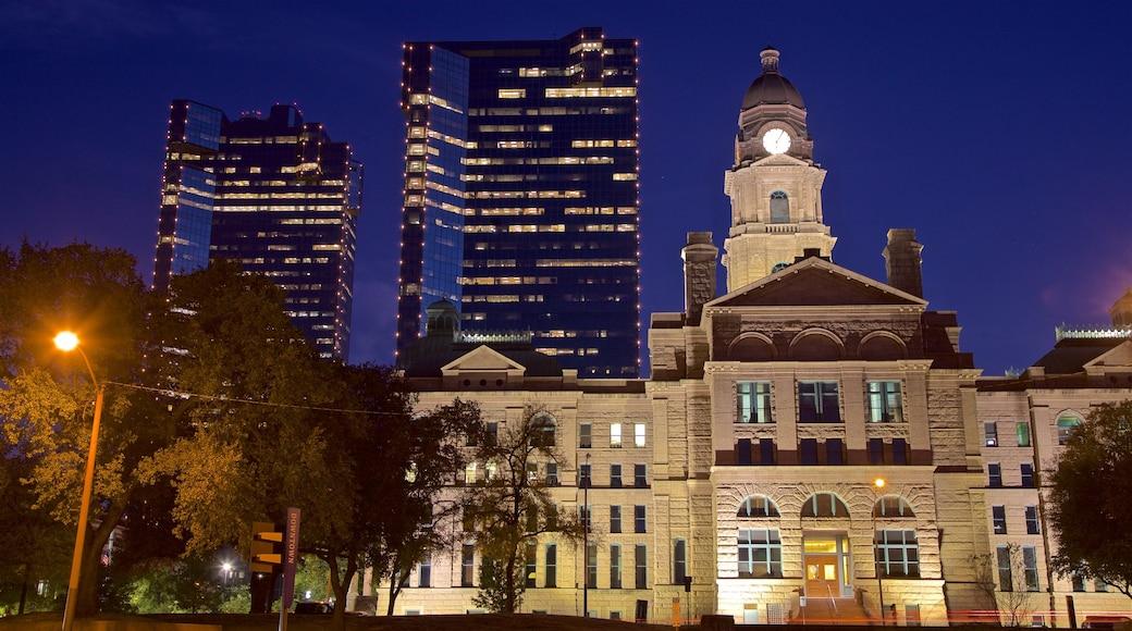 Fort Worth montrant scènes de nuit, ville et patrimoine architectural