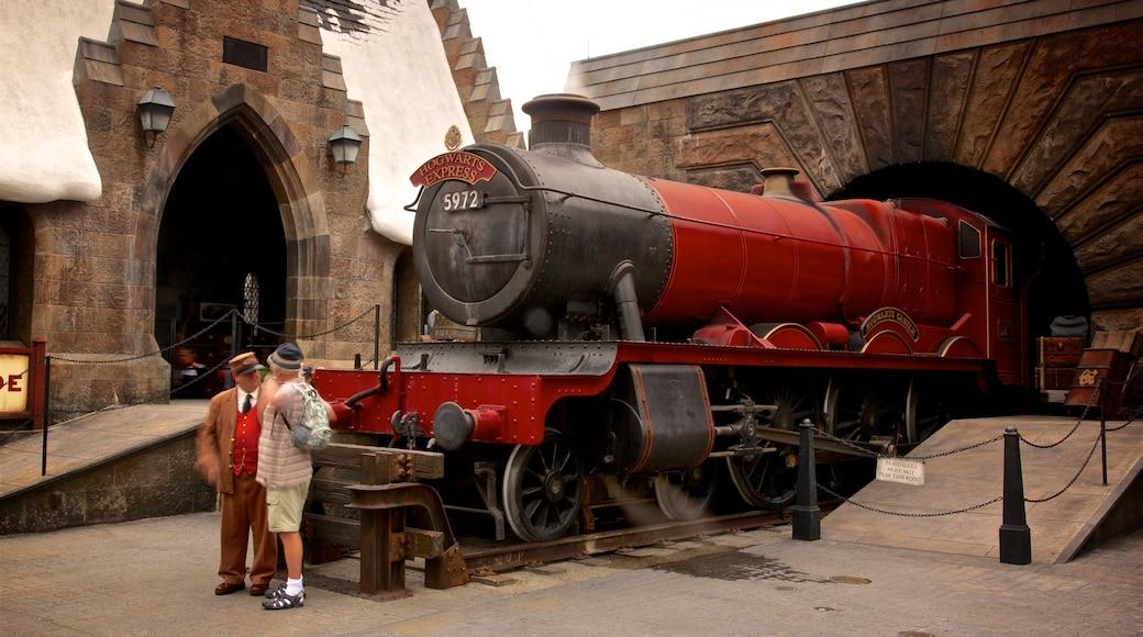 Parque temático The Wizarding World of Harry Potter™ que incluye elementos ferroviarios y atracciones y también un hombre