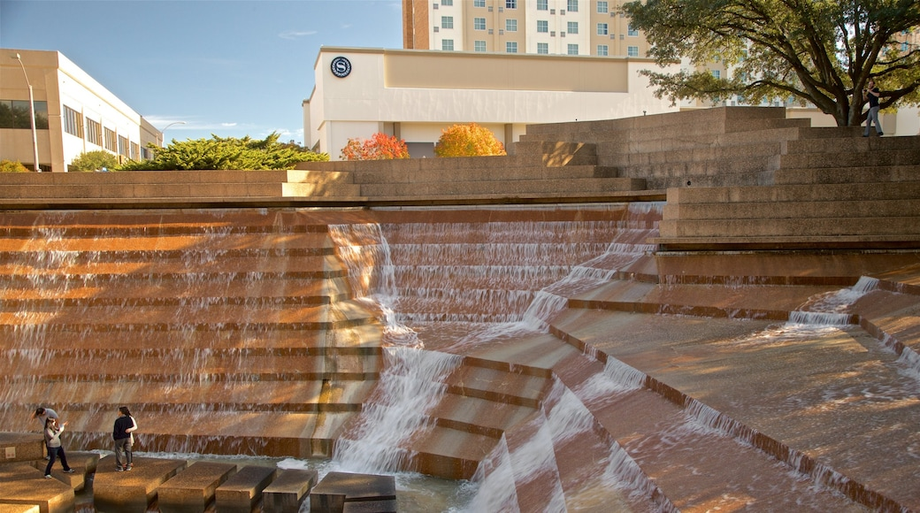Fort Worth Water Gardens showing a fountain