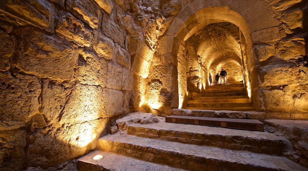 Ajlouns slott som inkluderar historiska element och interiörer