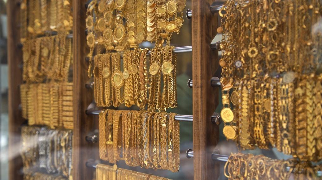 Gold Souk showing shopping