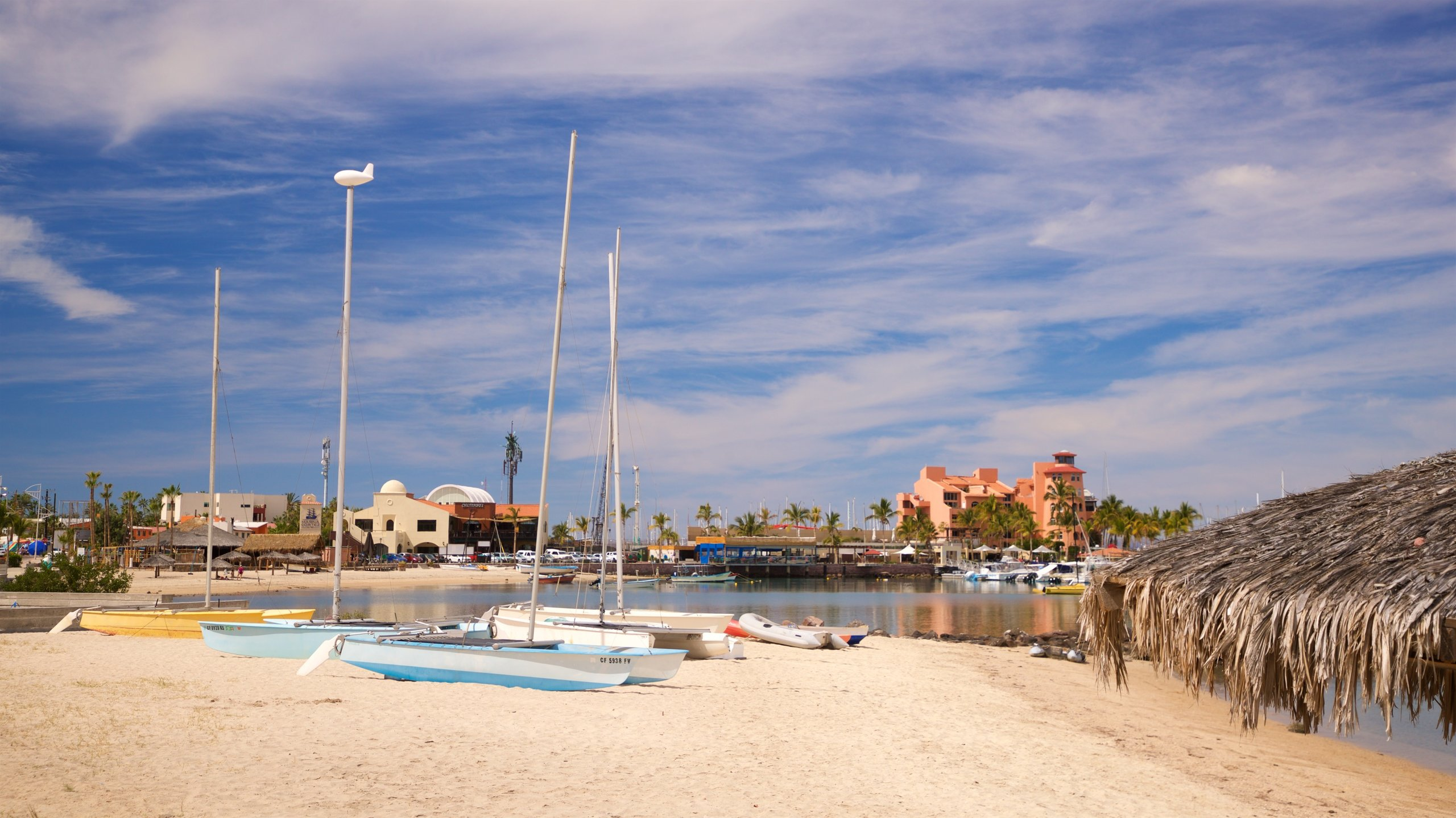 At the esplanade's southern tip stands a modern harbor with excellent dining options, stunning views and modern amenities for boat owners.