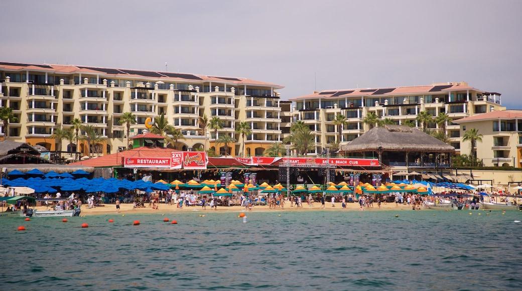 Medano Beach showing a coastal town and general coastal views