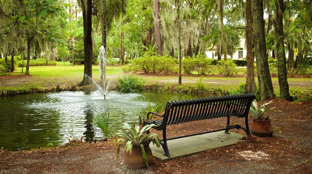 Kraft Azalea Gardens featuring a fountain, a pond and a garden