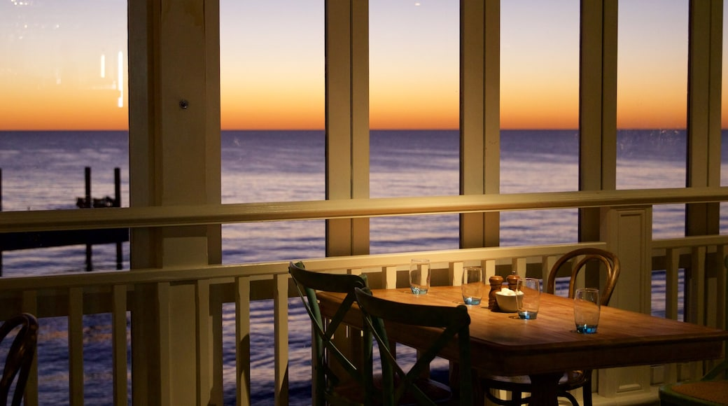 Cottesloe showing general coastal views, interior views and a sunset