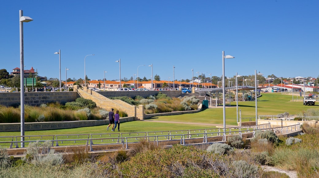 Sorrento Beach which includes a park as well as a couple