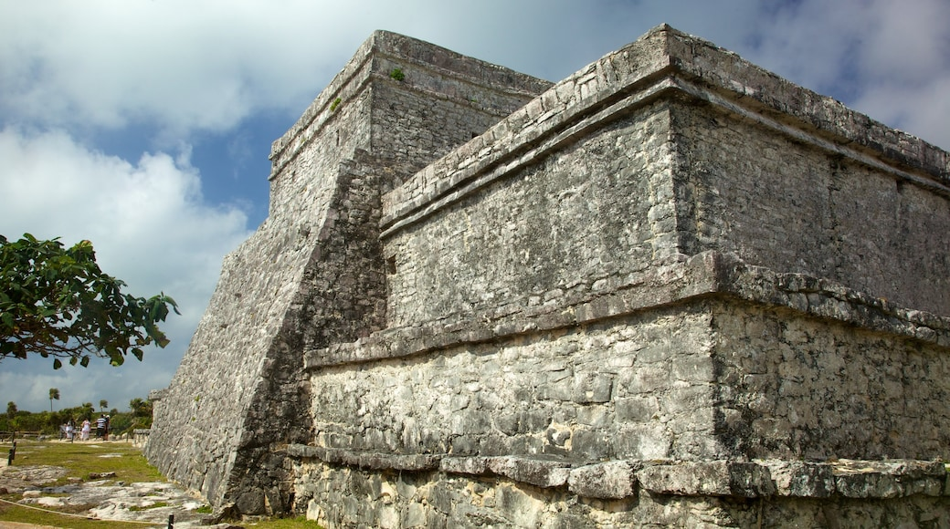 Tulum Mayan Ruins which includes building ruins