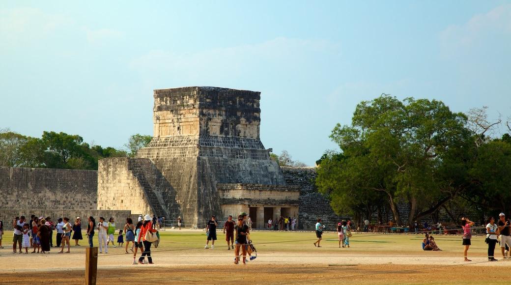 Chichén Itzá - Valladolid qui includes temple ou lieu de culte et parc