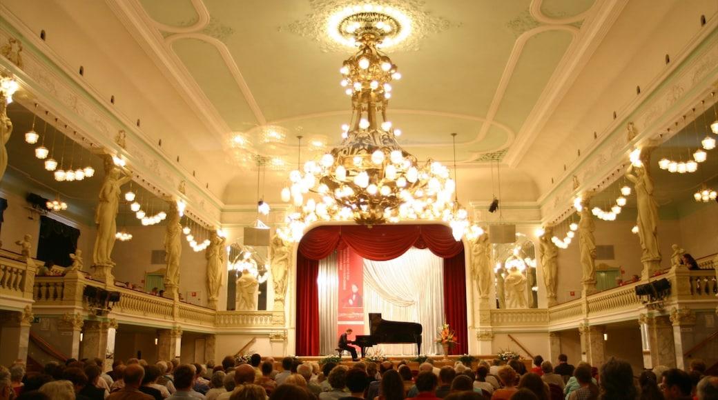 Zwickau og byder på performance-kunst og interiør