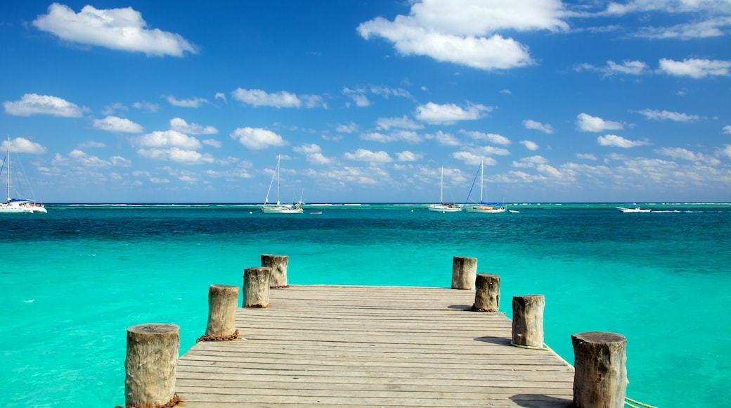 Puerto Morelos featuring landscape views, a bay or harbour and boating