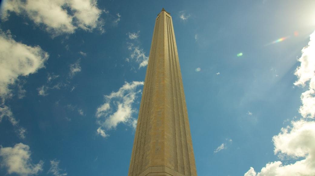 San Jacinto Monument caracterizando um monumento