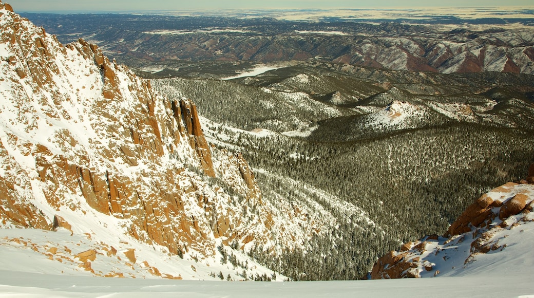 Pikes Peak which includes landscape views and mountains