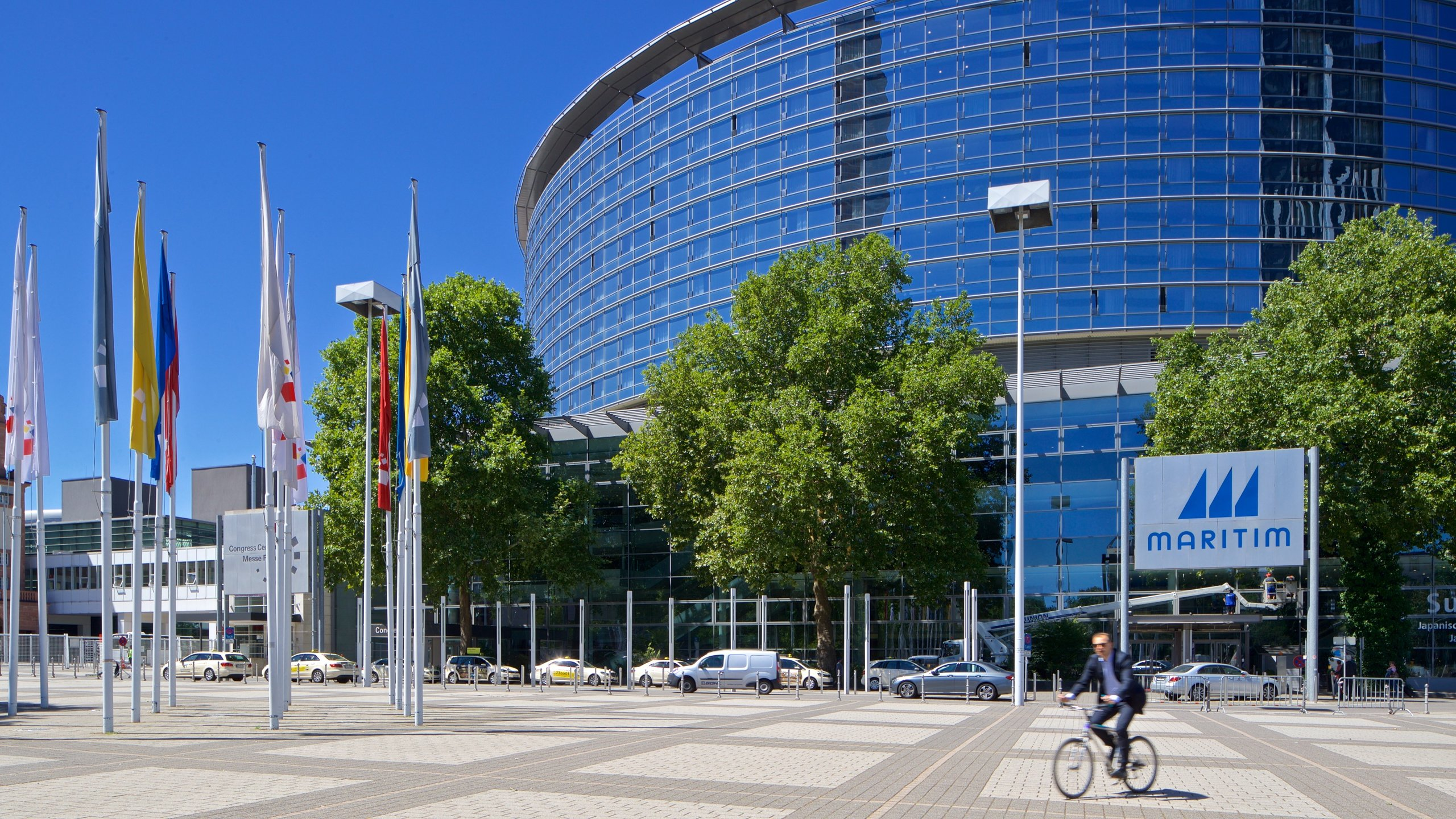 Join thousands of fellow participants at one of the many events held at Frankfurt's largest conference center, and enjoy its state-of-the-art facilities and impressive architecture.