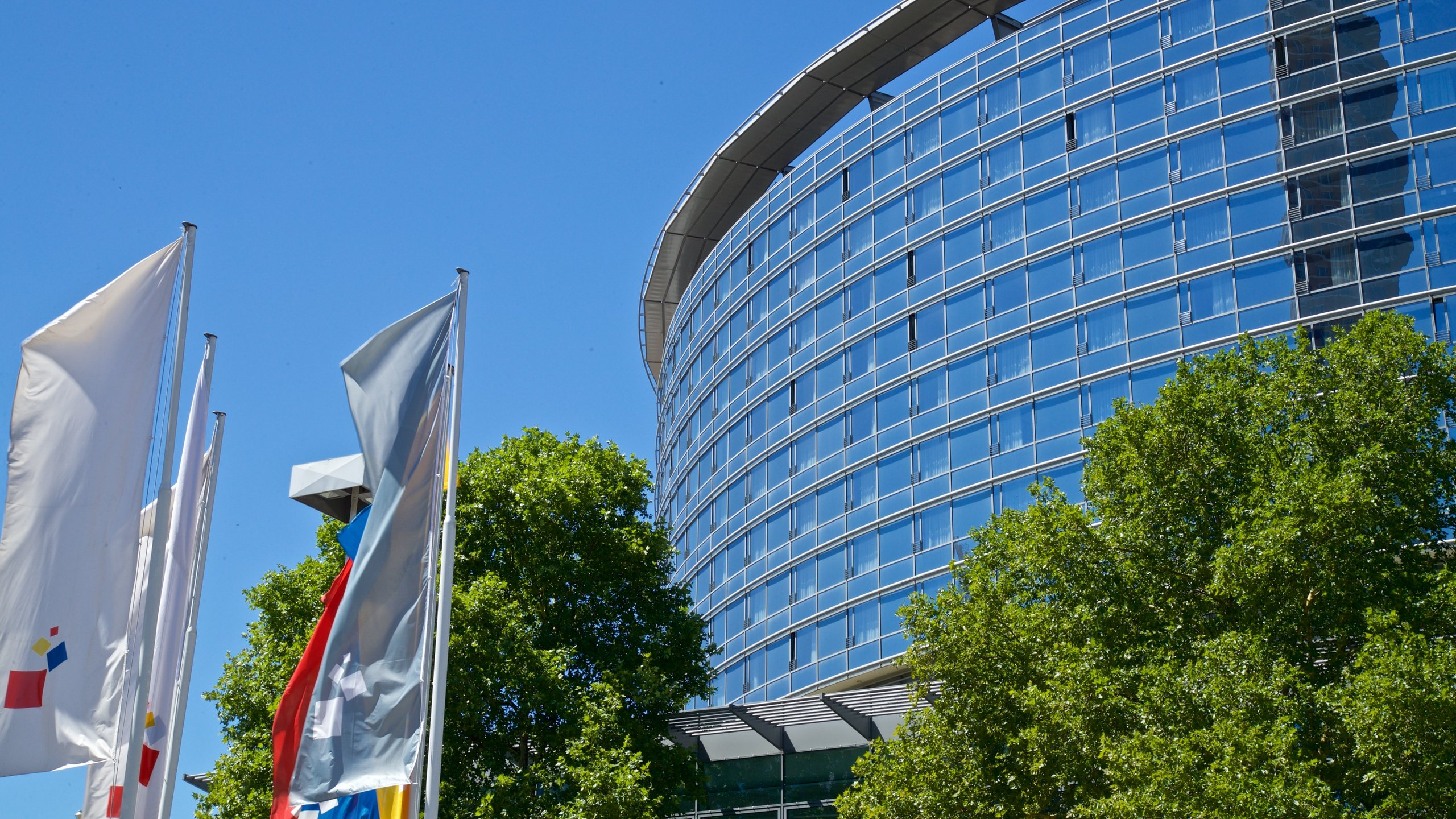 Learn about the events happening at Frankfurt Trade Fair during your trip to Frankfurt. Check out the shops and top-notch restaurants in this family-friendly area.