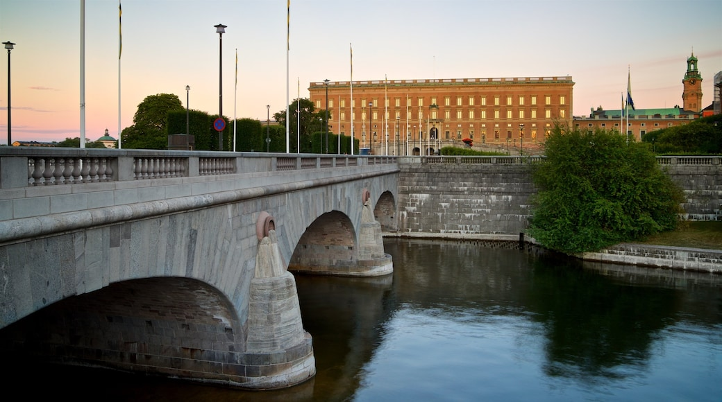 Stockholm Palace showing a bridge, a sunset and heritage architecture