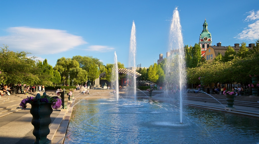 King\'s Garden which includes a city and a fountain