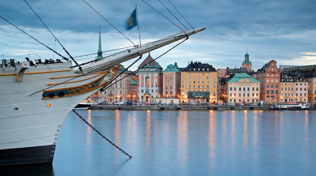 Gamla Stan which includes a city and a bay or harbor
