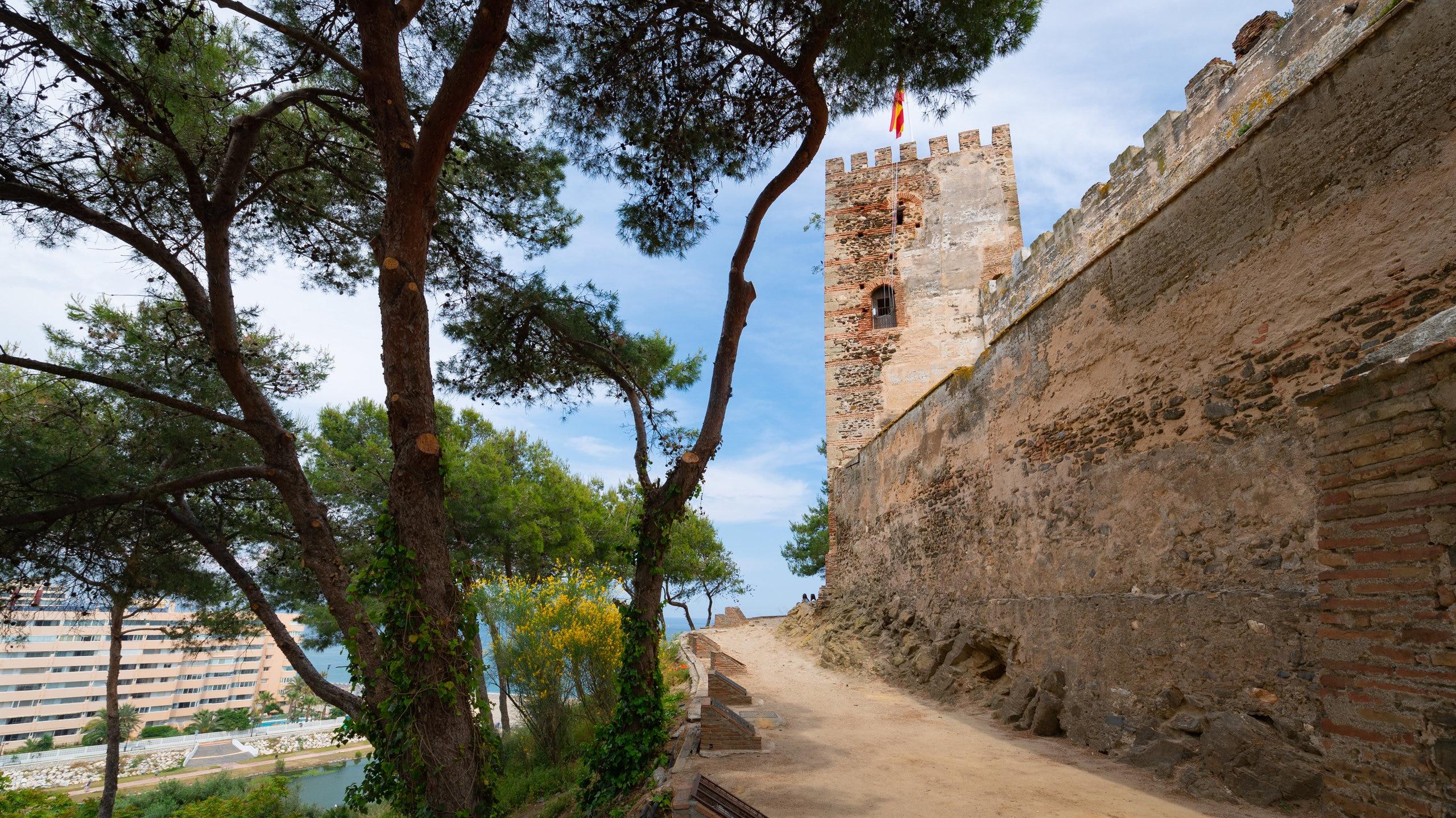 Krijg een idee van de lange geschiedenis van Fuengirola bij het meest iconische monument, een 10e-eeuws kasteel dat nu een museum huisvest en waar regelmatig feesten worden georganiseerd.