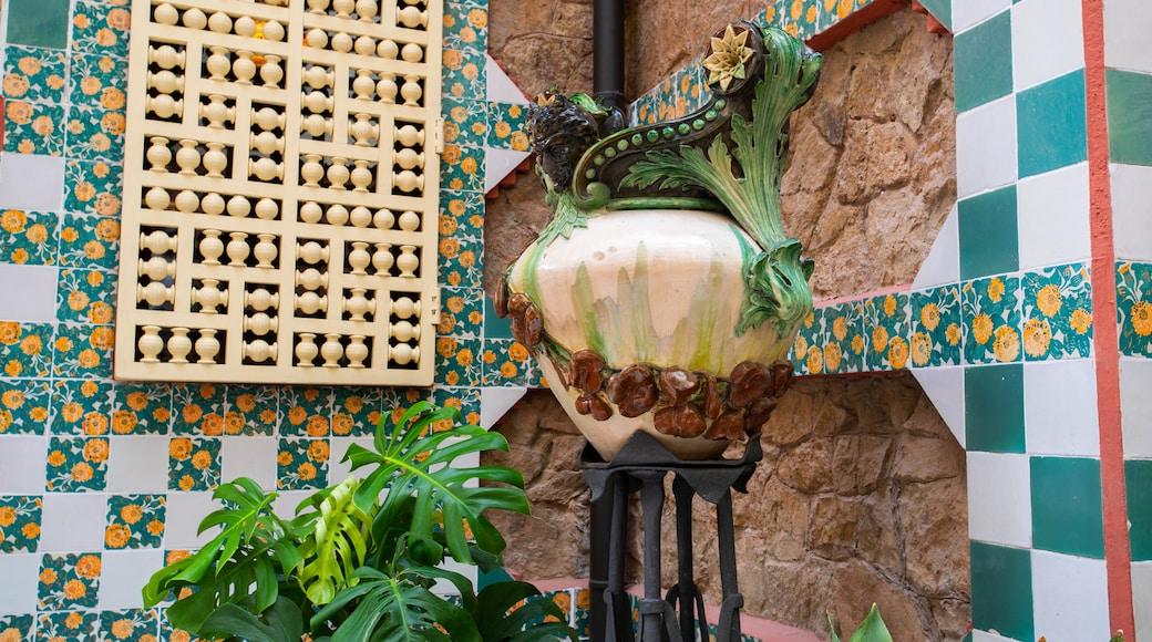Casa Vicens featuring art