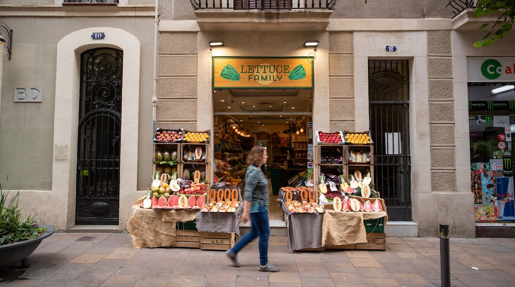 Gracia showing signage and street scenes as well as an individual femail