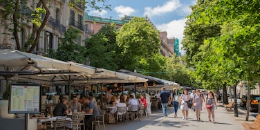 Eixample showing street scenes and outdoor eating as well as a small group of people