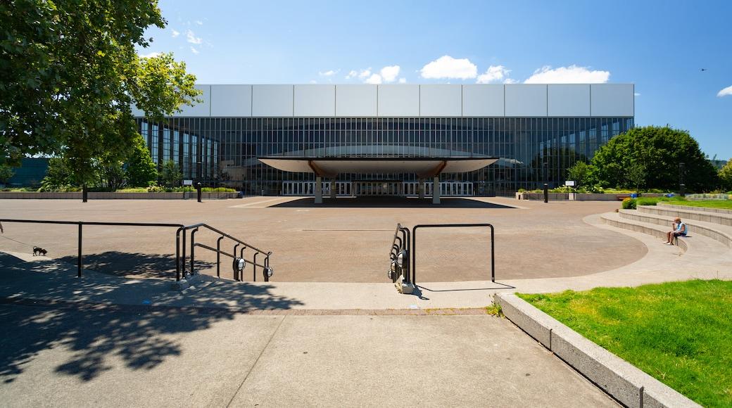 Veterans Memorial Coliseum which includes modern architecture