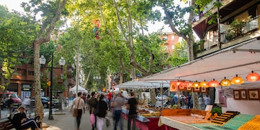 Poblenou which includes markets