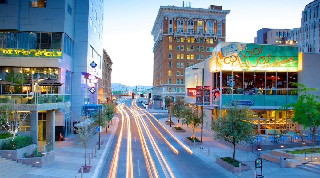 ฟินิกซ์ แสดง ภาพท้องถนน, เมือง และ วิวกลางคืน