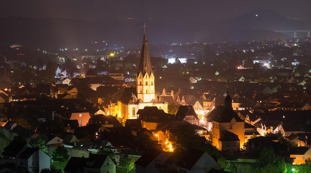 Bad Neuenahr-Ahrweiler inclusief een kerk of kathedraal, nachtleven en een stad