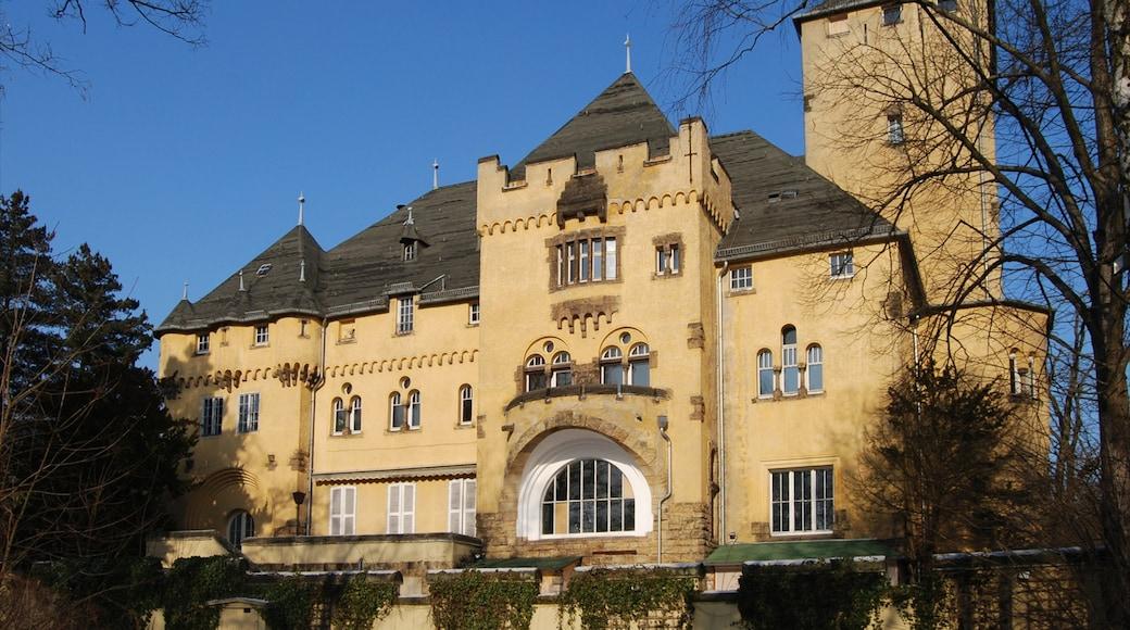 Kleinmachnow mit einem Burg und historische Architektur