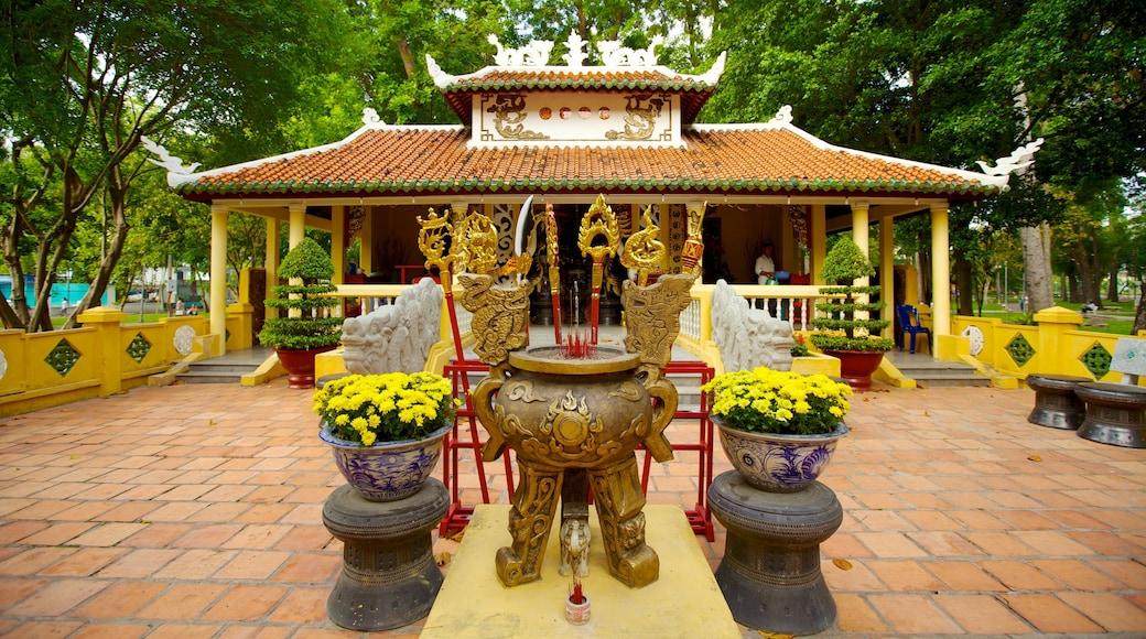 타오단 공원 을 보여주는 정원, 종교적 측면 과 사원 또는 예배지