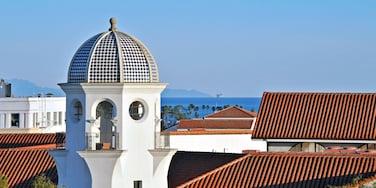 Santa Barbara showing a coastal town