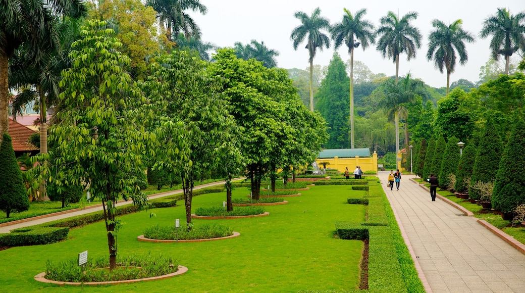 Ho Chi Minh Museum showing a garden