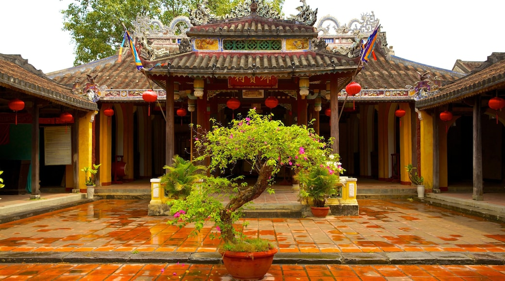 Cam Pho Temple which includes a temple or place of worship, religious aspects and heritage architecture