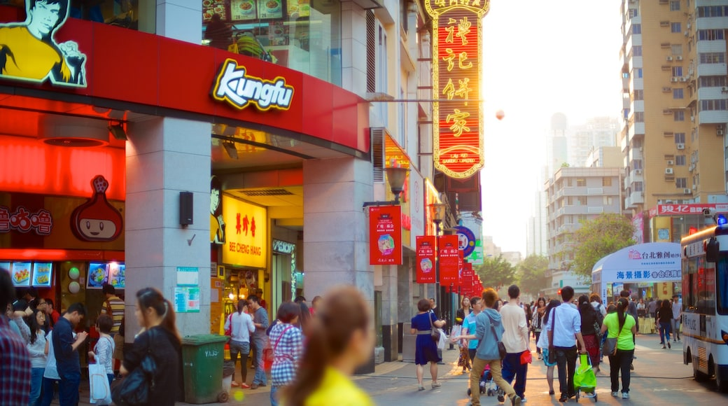 北京路步行街 呈现出 城市, 指示牌 和 街道景色