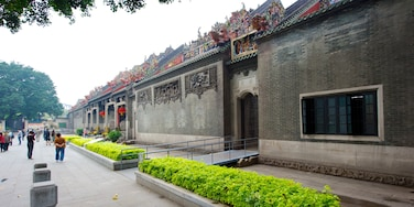 Guangdong Folk Art Museum showing street scenes, heritage architecture and a temple or place of worship