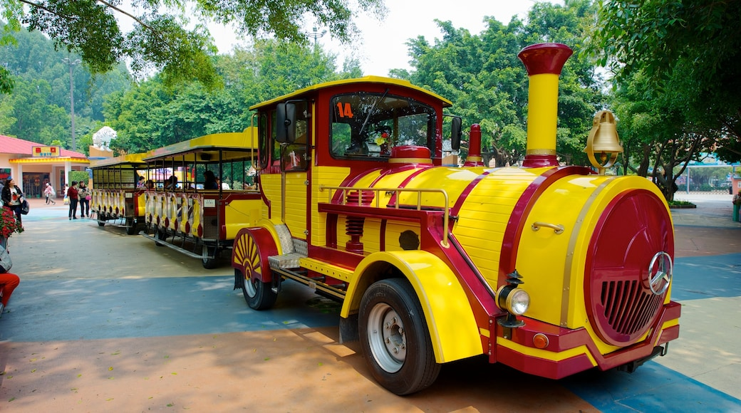 Chimelong Paradise showing railway items and rides