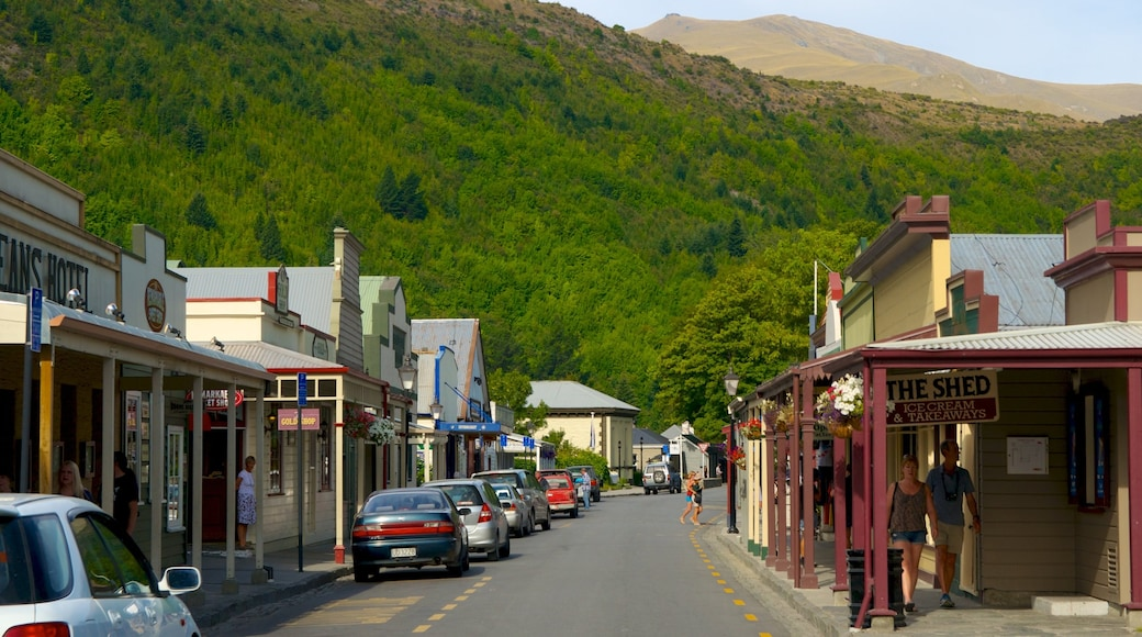Arrowtown featuring street scenes and a small town or village