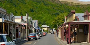 Arrowtown showing a small town or village and street scenes
