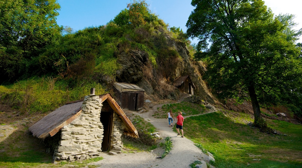 Arrowtown which includes a garden and hiking or walking as well as a couple