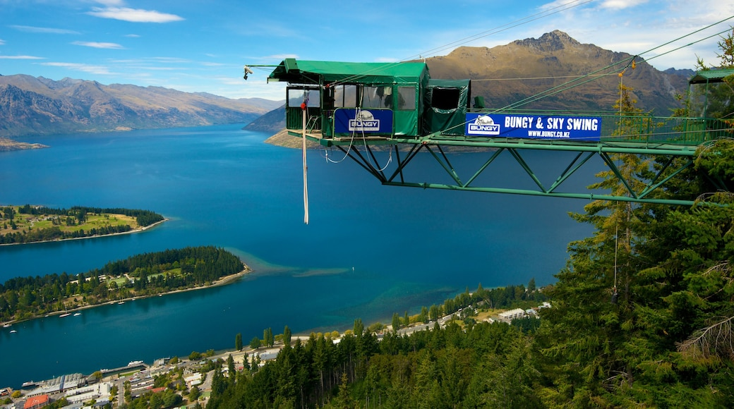 Skyline Gondola which includes bungee jumping, views and a gondola