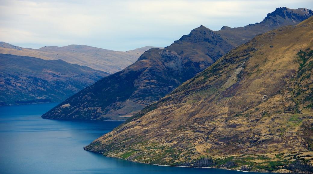 Bob\'s Peak featuring mountains, general coastal views and landscape views