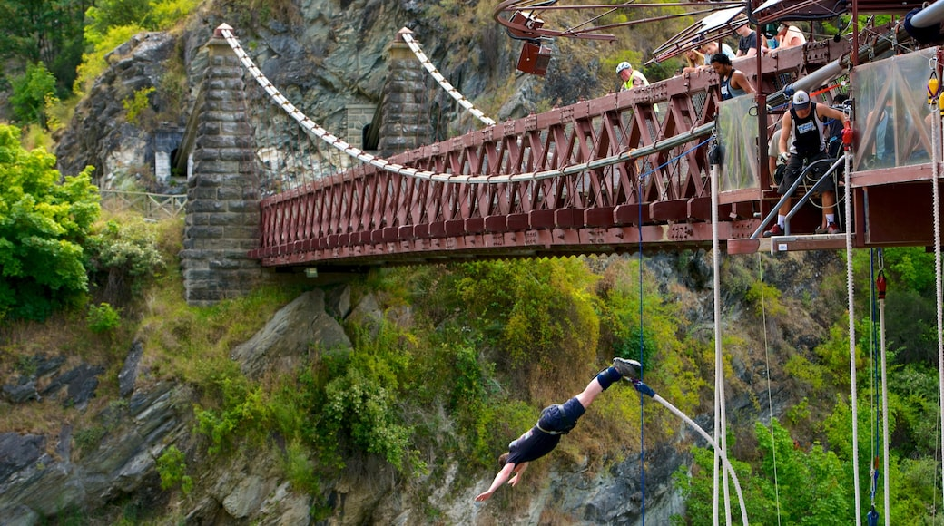 Kawarau Suspension Bridge featuring bungee jumping, a suspension bridge or treetop walkway and a sporting event